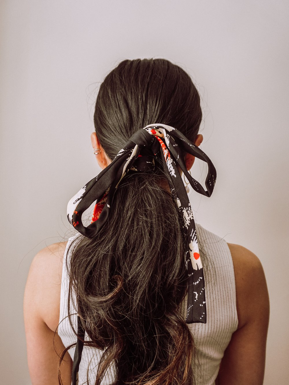 That's it! - I love this easy hairstyling with scarves!