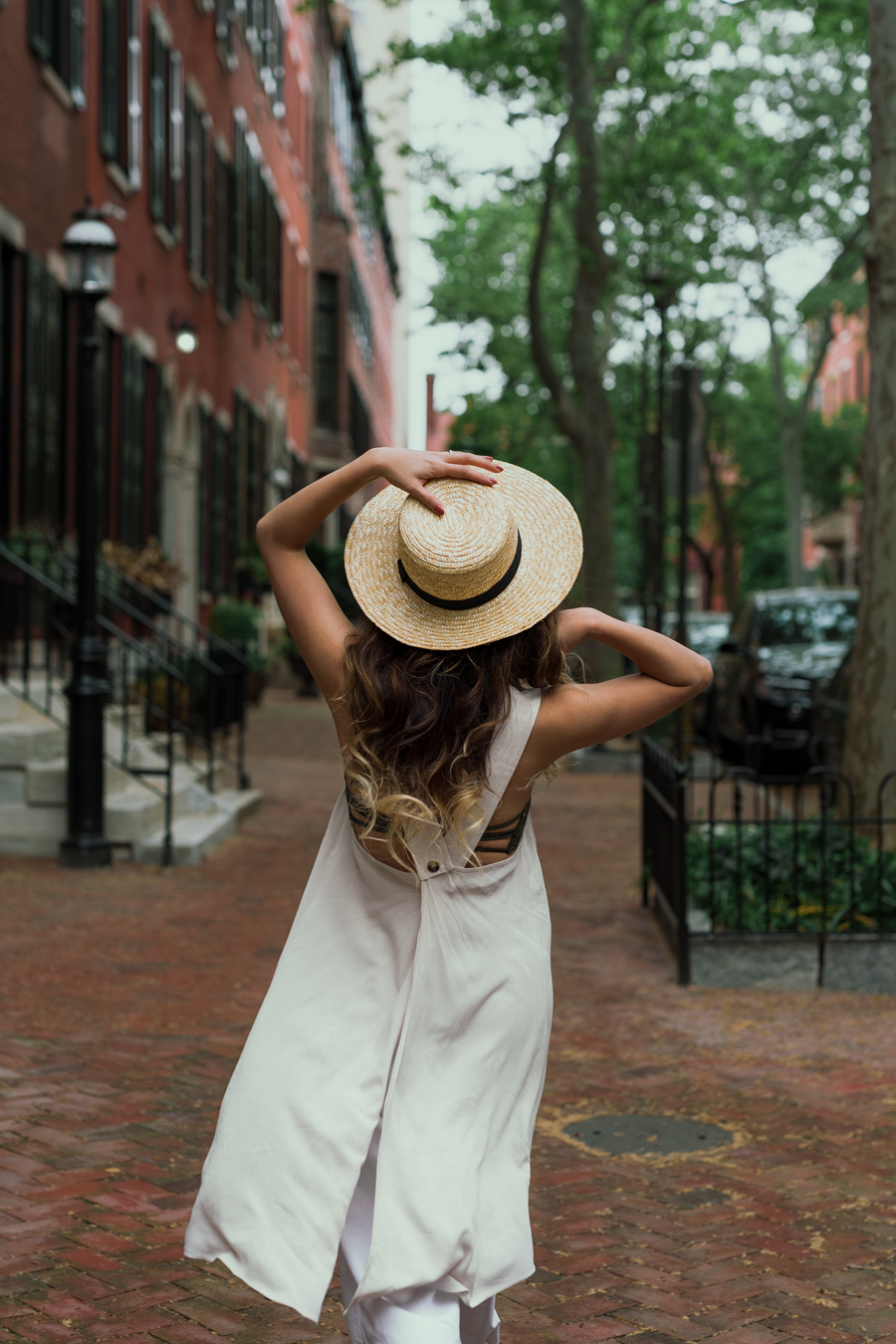 ADD TEXTURES - Depending on the seasons but spring & summer, add a straw hat, wicker bag, anything nature-textured! Check out my last blogpost about springy bags, they go SO PERFECT with all white looks! (Click HERE to check it out!)