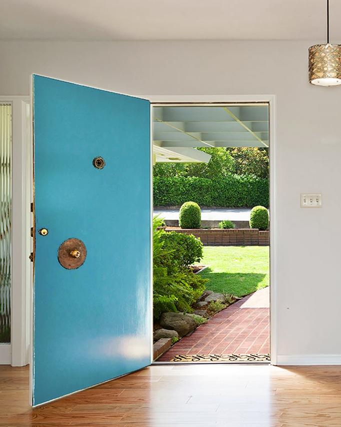 LEVEL ENTRY WITH CLASSIC MID-CENTURY DOOR