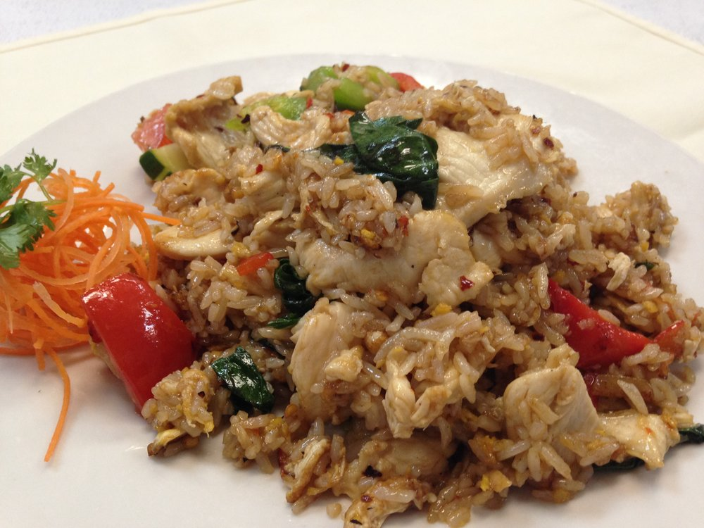 Basil Fried Rice w/chicken - Fried rice with egg, bell pepper, basil leaves, tomato and cucumber in brown sauce   7.25 / 10.95