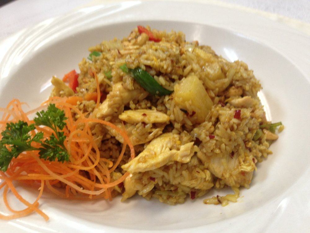 curry fried rice w/chicken - Fried rice with egg, pineapple, bell pepper, cashew, onion and curry powder   7.25 / 10.95