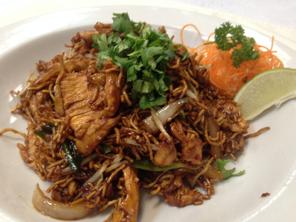 crispy pad thai w/chicken - Crispy noodle stir fried with egg, green onion, bean sprout and crushed peanut in Thai special sauce   7.25 / 10.95