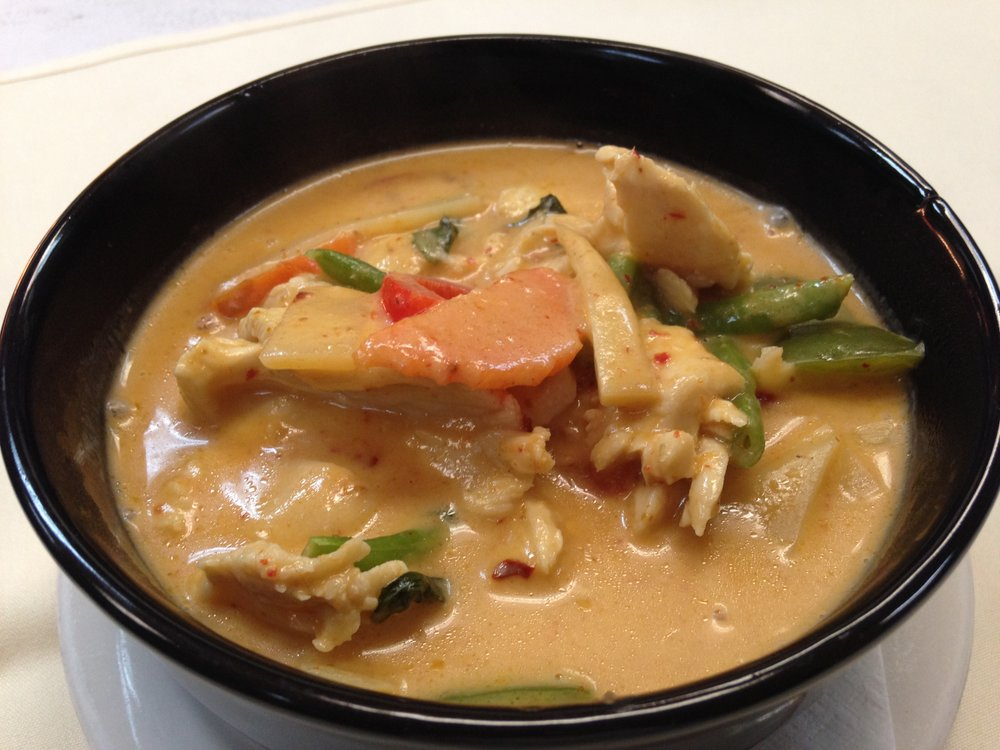 red curry - Red curry paste with coconut milk, green bean, bamboo, peas, carrot, bell pepper and basil, served with rice   7.25 / 11.95