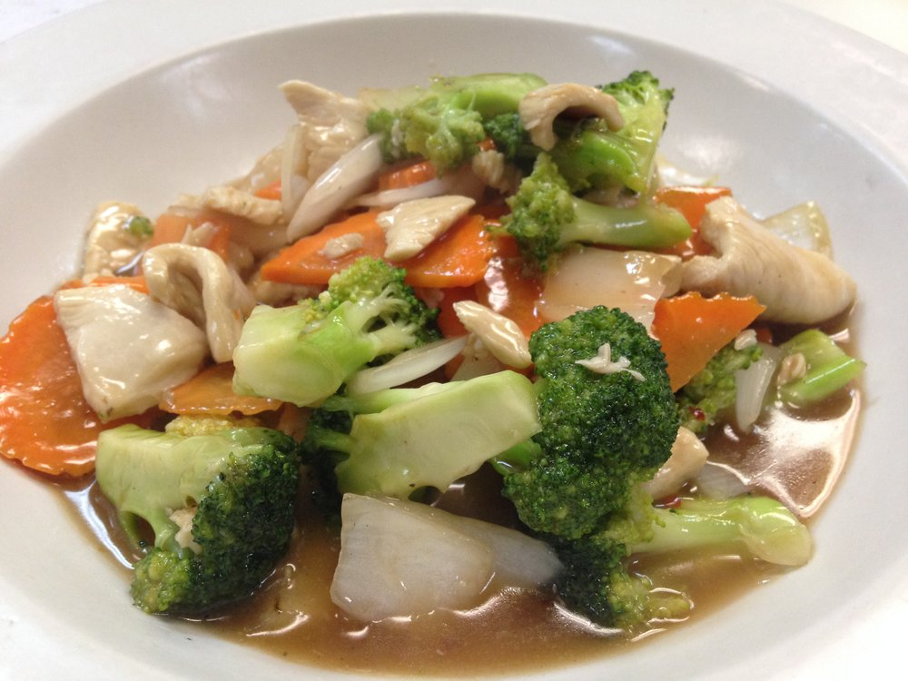 broccoli w/chicken - Stir fried in light brown sauce with broccoli, carrot and onion, served with rice   7.25 / 10.95