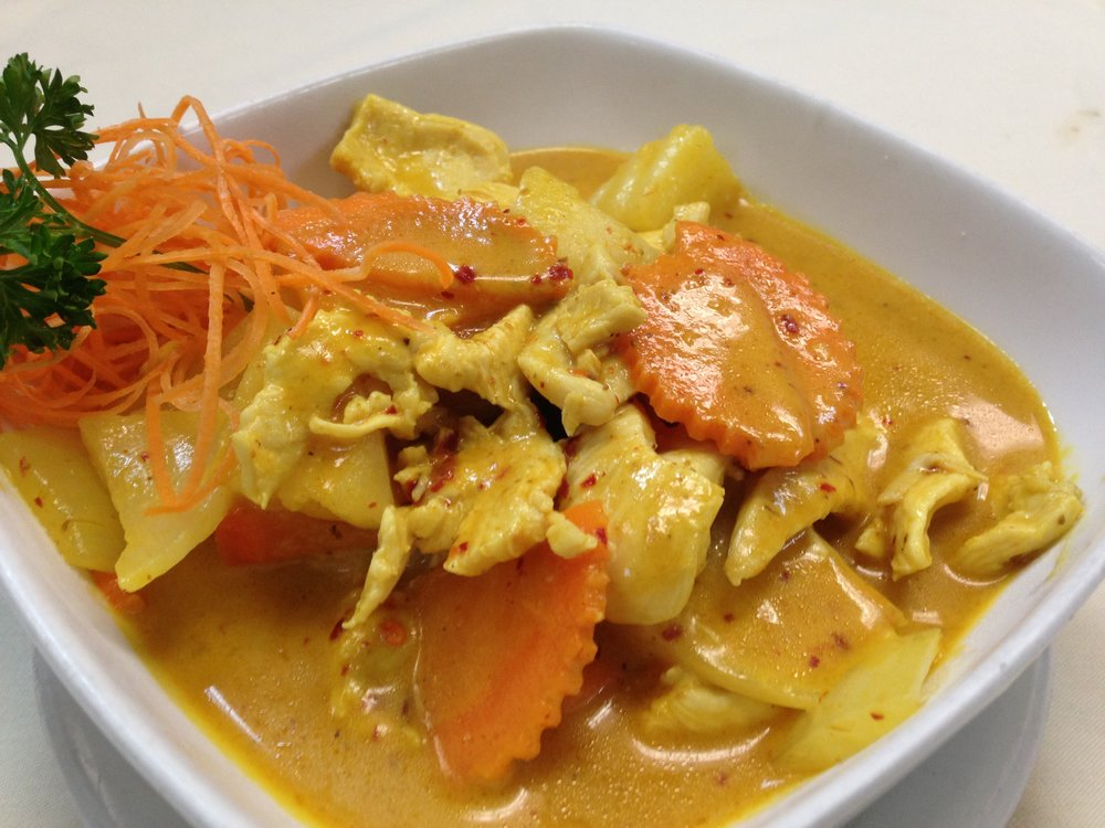 yellow curry - Yellow curry paste with coconut milk, potatoes, onion and carrot, served with rice    7.25 / 11.95