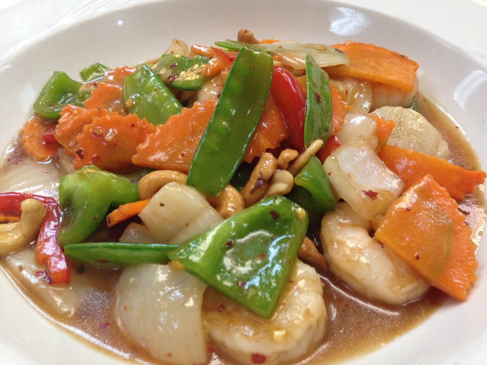 royal seafood - Shrimp and scallops stir fried in chili paste, cashew, onion, carrot, snow peas and bell pepper, served with rice   16.95