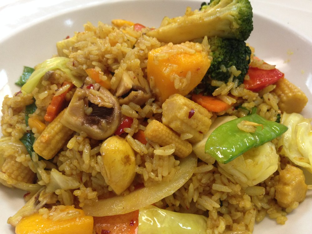 mango fried rice w/ vegetables - Fried rice with egg, mango, bell pepper, onion and carrot  7.25 / 11.95