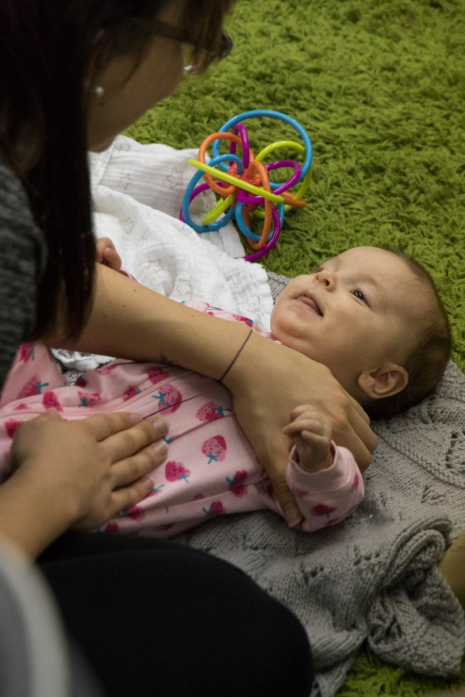 infant_massage_mother