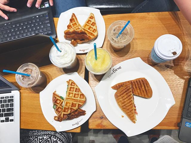 Started our #friyay off right. Powered by @caffebenelongbeach to get our creativity flowing.