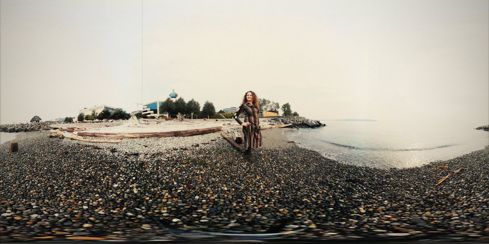 360 photo of Veronica on the shore.