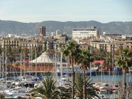 barcelona-barceloneta-beachtraum-aussicht-auf-hafen-city-426x320.jpg
