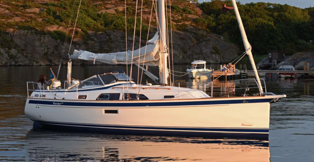 The New Hallberg Rassy 340 - A Small and Powerful Family Cruiser