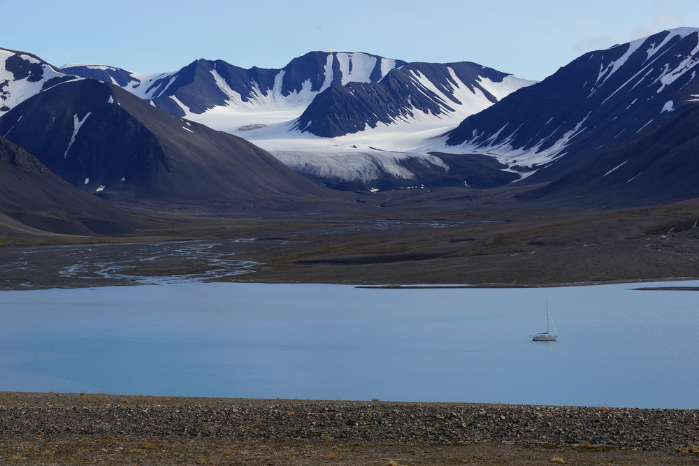 A perfect anchorage in Mushamna, Svalbard. Photo by: Kari Nurmi