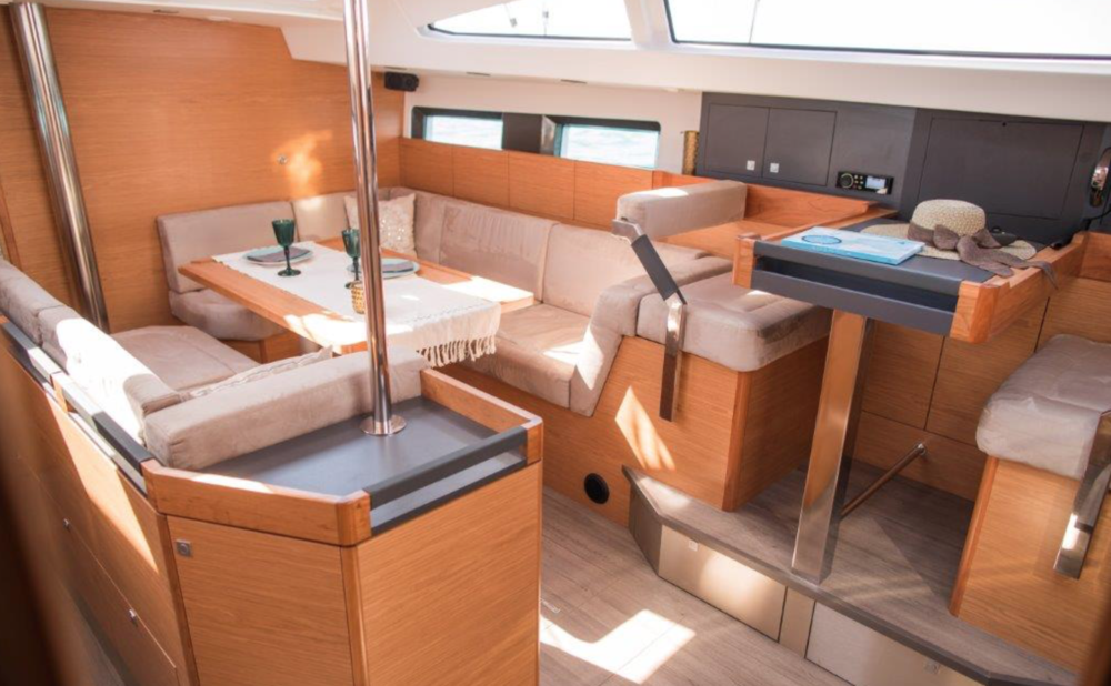 Allures 45.9 Cabin Photo by:©Robin Christol