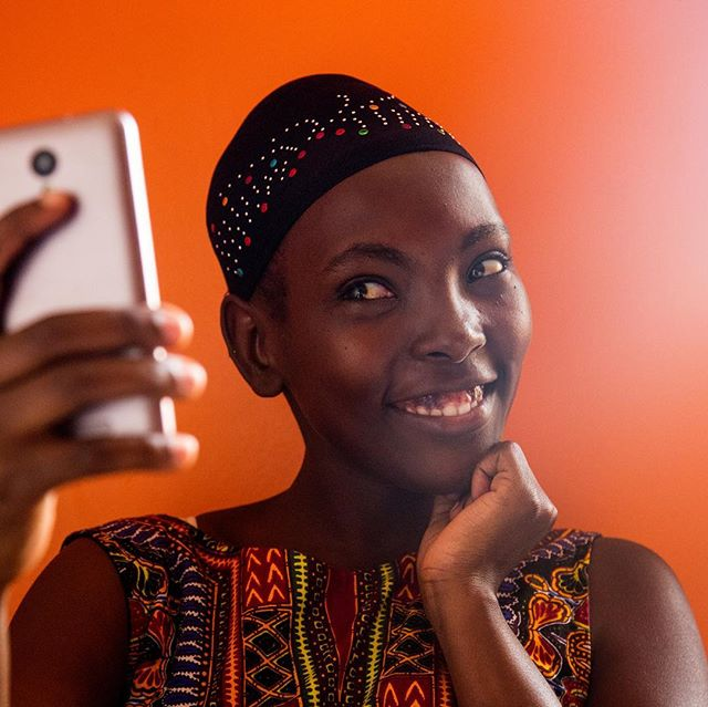 1.7 billion women currently do not have access to the digital economy. @kitekanetwork is here to change that by equipping female entrepreneurs — specifically in Africa — with access to mobile technology, training + a network of international companies. They're on a mission to crowdfund £30,000 — find out how you can get involved at @kitekanetwork 📱