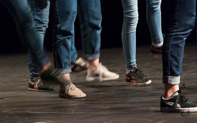 Hip-Hop - Hip hop je rôznorodý tanečný štýl, ktorý využíva mnohé prvky z iných tancov a je veľmi populárny medzi mladými ľuďmi. Zapája sa pri ňom do aktívneho pohybu celé telo, žiaden sval nezostane nevyužitý.Určené pre: 1.stupeň / 2.stupeňČas: 60 minNáročnosť: stredná
