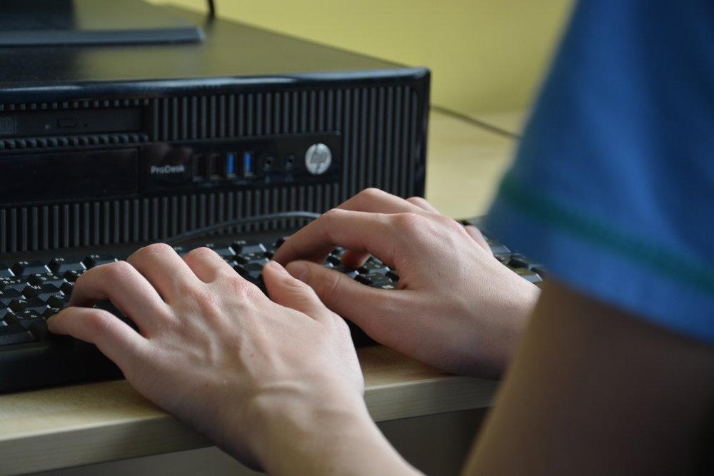 Baltík - Baltík je programovací nástroj, ktorý umožňuje jednoduché programovanie 3D aplikácií. Žiaci sa na krúžku naučia princíp programovania a môžu ho realizovať na každej úrovni tohto poznávania.Určené pre: 1.stupeň / 2. stupeňČas: 60 minNáročnosť: stredná