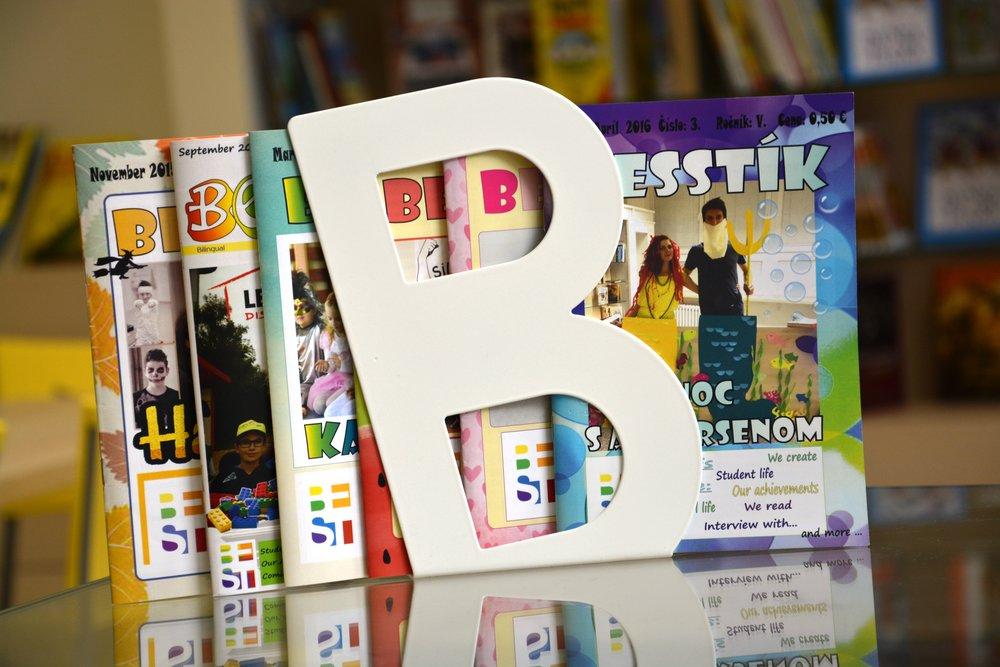 Novinár - Žiaci majú možnosť aktívne sa podieľať na príprave školského časopisu Besstík. Zistia, čo všetko zahŕňa príprava. Počas krúžku budú aktívne vytvárať texty rôznych žánrov, zaoberať sa budú jazykovou korektúrou, dizajnom, viazaním a distribúciou.Určené pre: 2. - 9. roč.Čas: 60 minNáročnosť: stredná