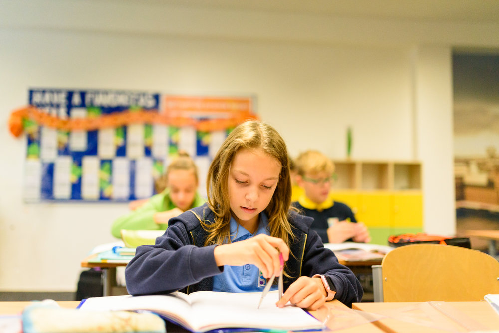 Osvojenie schopnosti učiť sa - To, čo sa žiaci naučia, je veľmi dôležité v každej škole. Pre nás je však dôležité aj to, ako sa to naučia. Vedieme žiakov k samostatnosti, aby si vedeli zorganizovať vlastné učenie sa, posúdiť svoju prácu a v prípade potreby vyhľadať pomoc. Naším cieľom je, aby si žiaci veľkú časť učiva osvojili priamo počas vyučovania.