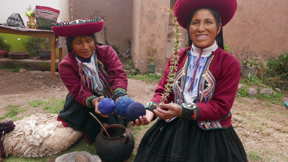 incan-women-making-fabirc.jpg