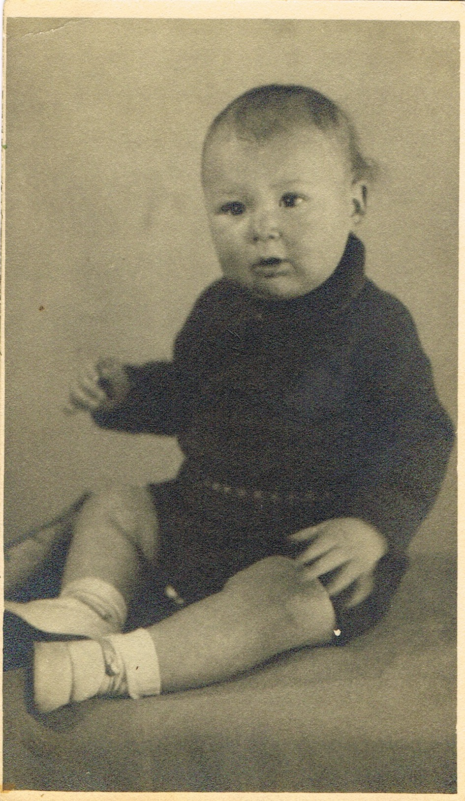 1945.04_Dad_9months_taken_NewCastleOnTyne