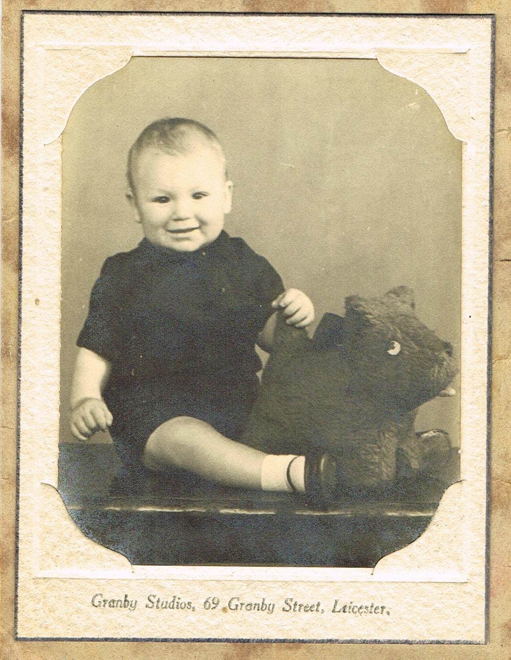 1945.06_Dad_11months