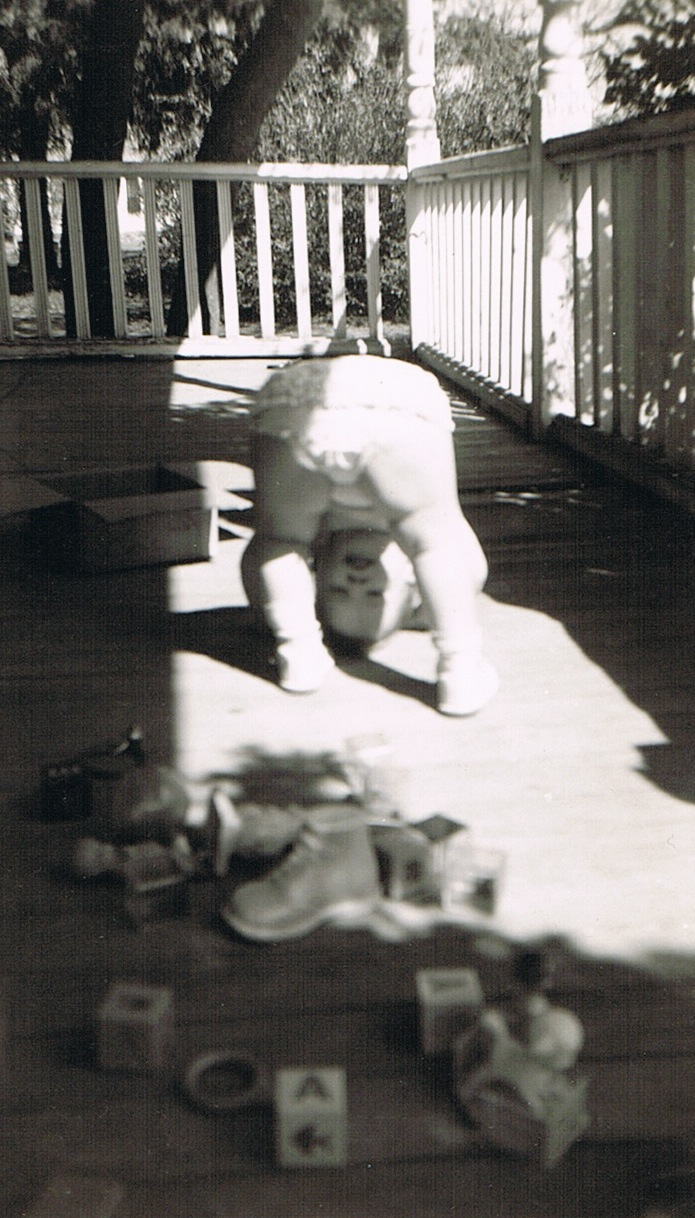 1953.04.10_Mom_on_the_front_porch