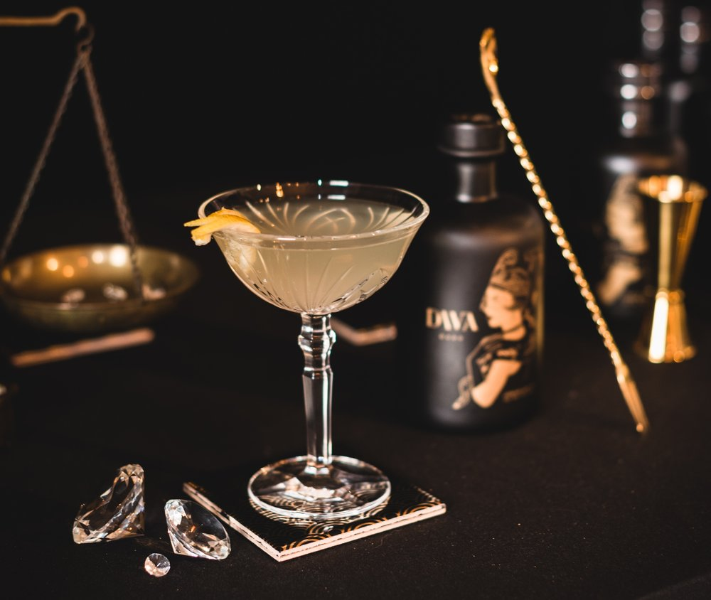 FRENCH 75 - Ingredients-3cl DIVA Dark gin-1,5cl fresh lemon juice-1,5cl simple syrup-10cl Champagne (fill glass)-Long spiral lemon twist (for serving)Recipe PreparationCombine gin, lemon juice, and simple syrup in a cocktail shaker. Fill shaker with ice, cover, and shake vigorously until outside of shaker is very cold, about 20 seconds.Strain cocktail through a Hawthorne strainer or a slotted spoon into a large flute. Top with Champagne; garnish with lemon twist.