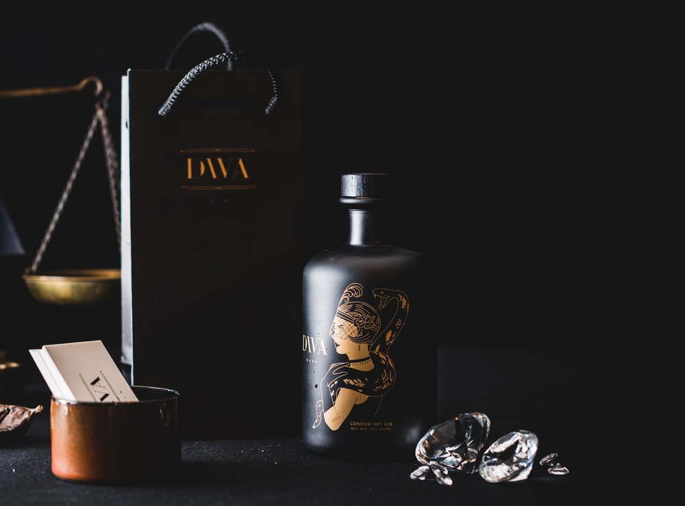 DIVA Gin 500 ml bottle - DIVA Gin is a new gin distilled for the DIVA Diamond Museum, Antwerp. An original gift for gin and Antwerp lovers! Comes in a stylish gift box.For 6 pieces:€ 212,5 i.s.o € 255