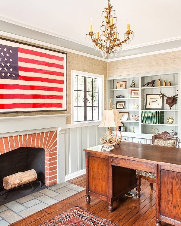 Happy Independence Day! 🙌🇺🇸 It's a rainy 4th of July here in Houston so found myself in bed this morning enjoying a few extra lazy moments and an extra cup of coffee scrolling Pinterest (of course 😃) I LOVE vintage flags and maps used in decor. Such a fun way to feel patriotic all year long. Swipe left to see all the cool photos I found. Which one is your fave?