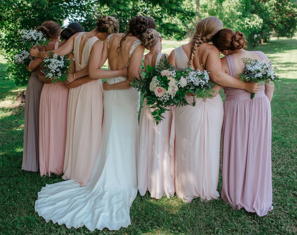 Walnut Grove Farm - Wedding - Bride with Bridesmaids