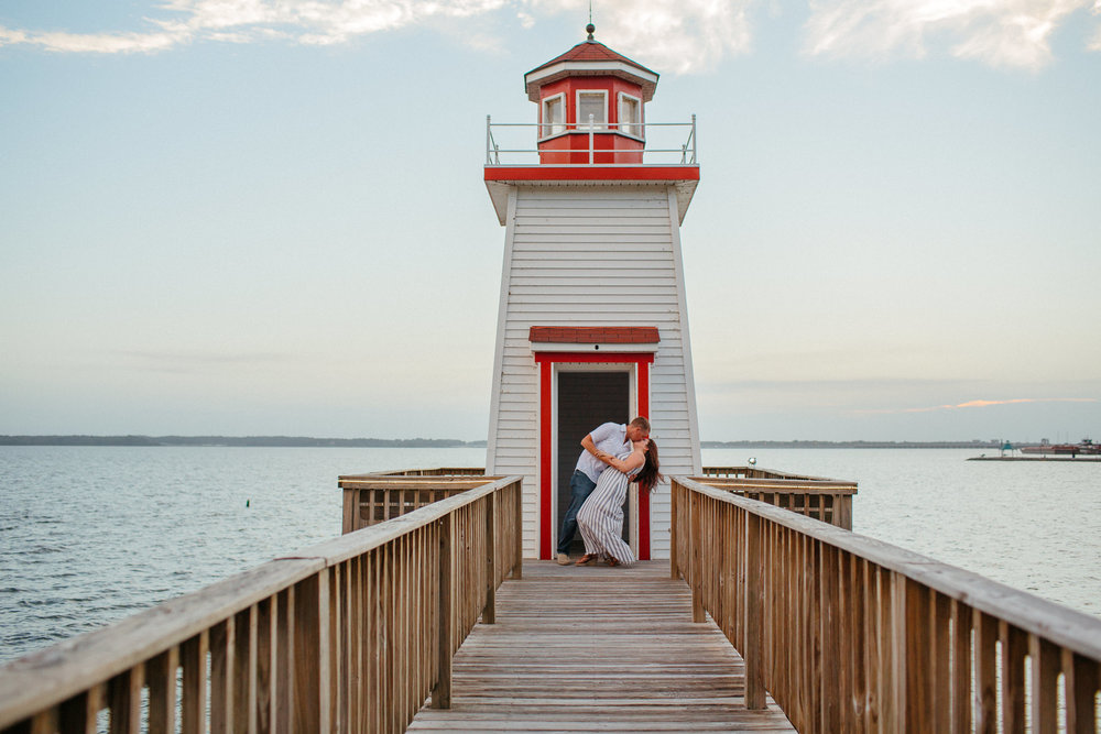 Kentucky Lighthouse - couple