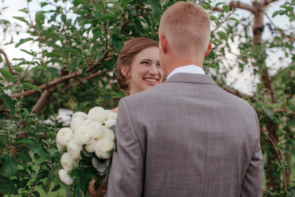 Hubers bride and groom have the sweetest first look in the vineyard
