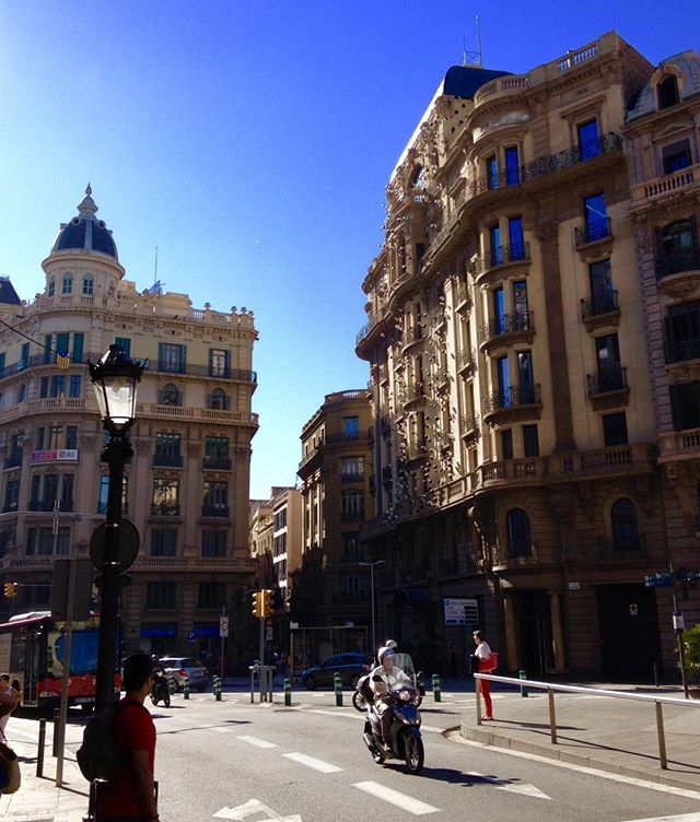There's nothing quite like seeing a new city from the seat of a motorbike. Is there. Y better way to tour a new place? . . . . . . . . . . . . . . . . . . #travel #spain #travelers #travelblogger #barcelona #motorbike #sky #nomad #travelphotography #travels #wanderlust #ontheroad #landscapes #wanders #instatraveling #worldplaces #architecture #inspire #buildings #adventure #throwbackthursday #historic #onebigworld #tourism #tips #newintown #explore #aroundtheworld #onthego #digitalnomad