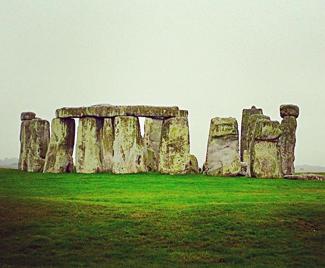 England really needs to work on clearing some of these rocks in their fields. I mean this group is just in the middle of nowhere! . . . . . . . #travel #england #stonehenge #historical #traveler #travelblogger #photography #nomad #wanderer #ontheroad #bath #mystery #travelphotography #traveling #monument #wonderoftheworld #rocks #digitalnomad #remote #uk #wanderlust #solo #nature