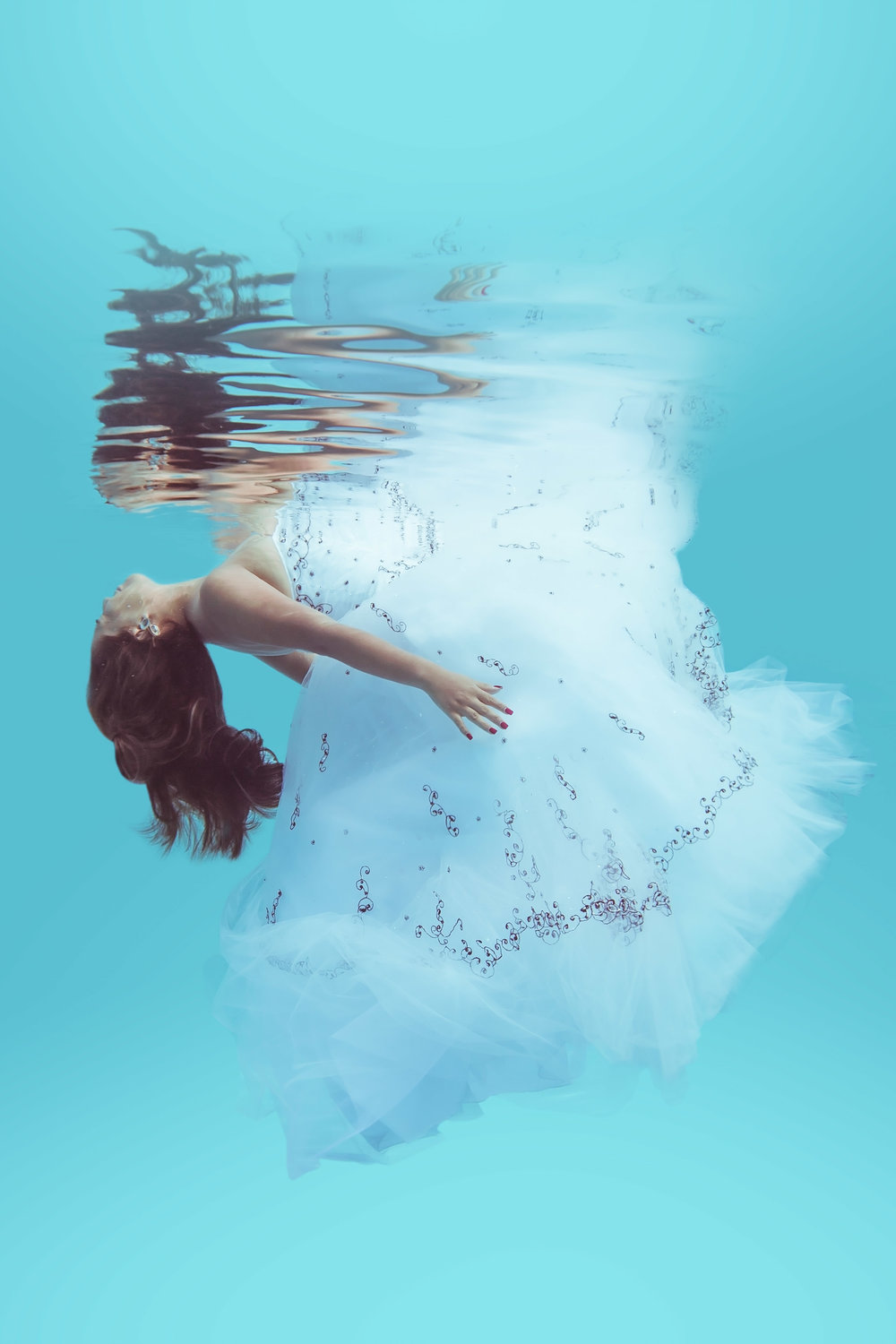 Underwater Bride photography in Myrtle Beach Underwater bridal photo session