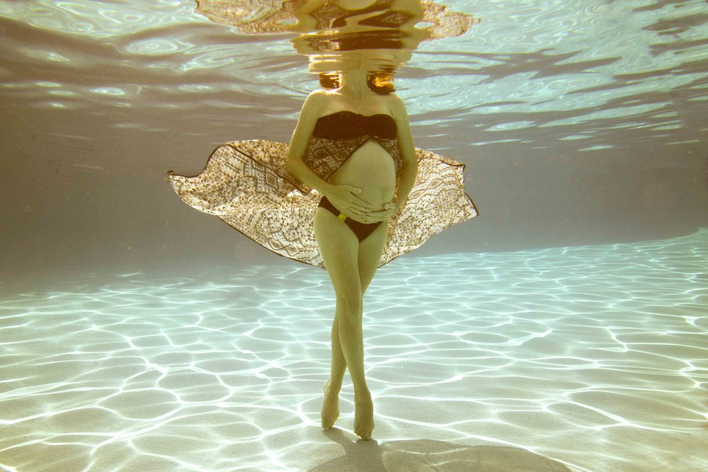 Underwater maternity session in Myrtle Beach underwater photography