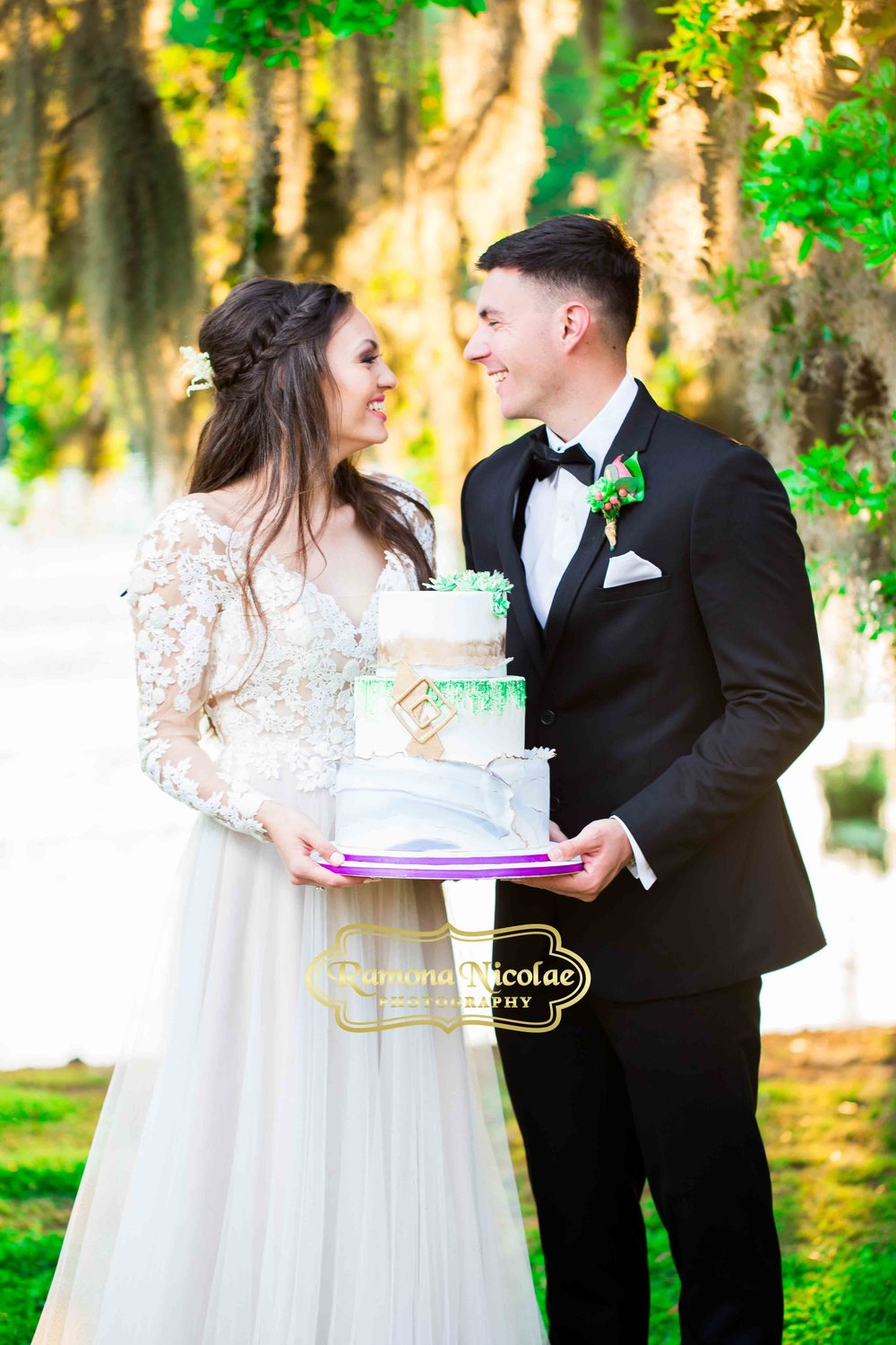 beautiful cake by pink pineapple bakery at wachesaw plantation by ramona nicolae photography.jpg