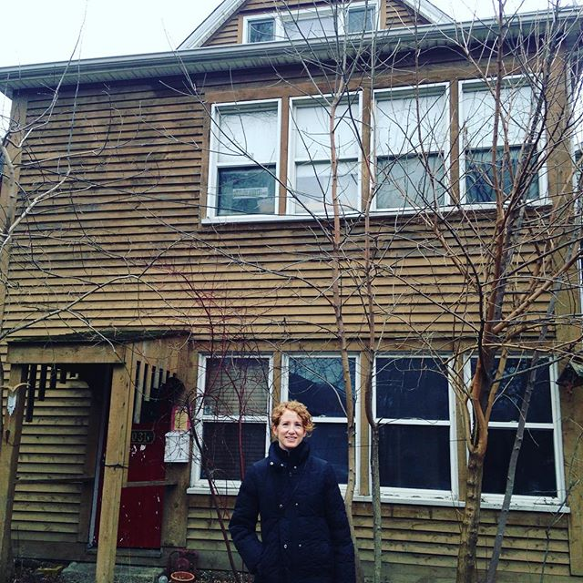 Lisa in front of Bob Eisen's house where she and Sheldon lived for many years. Sara Gottlieb took the picture. Great day in Chicago. Many memories.