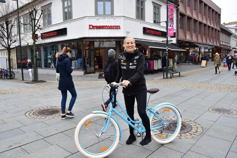 Bilde av Linn Jørum Sulland med vår bestselger Benno Ballooner :) Spiller for Vipers Kristiansand