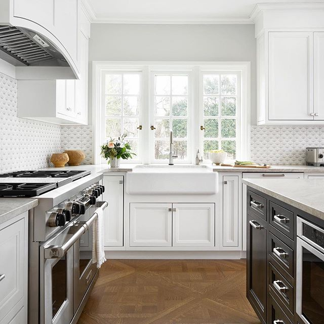 Newly complete! Our latest kitchen renovation. Scroll right to see the before pic of the same window... barely visible behind a copper hood and compartmentalized dated kitchen. We opened it up, every which way! • • •  Photo : @rymcdon  Designer : @candy.scott  #riverforestkitchen #riverforestinteriordesigner #chicagointeriordesign #kitchenandbathdesign #kitchensofinstagram #whitekitchen #freshvintagerenovation #kitchendesign