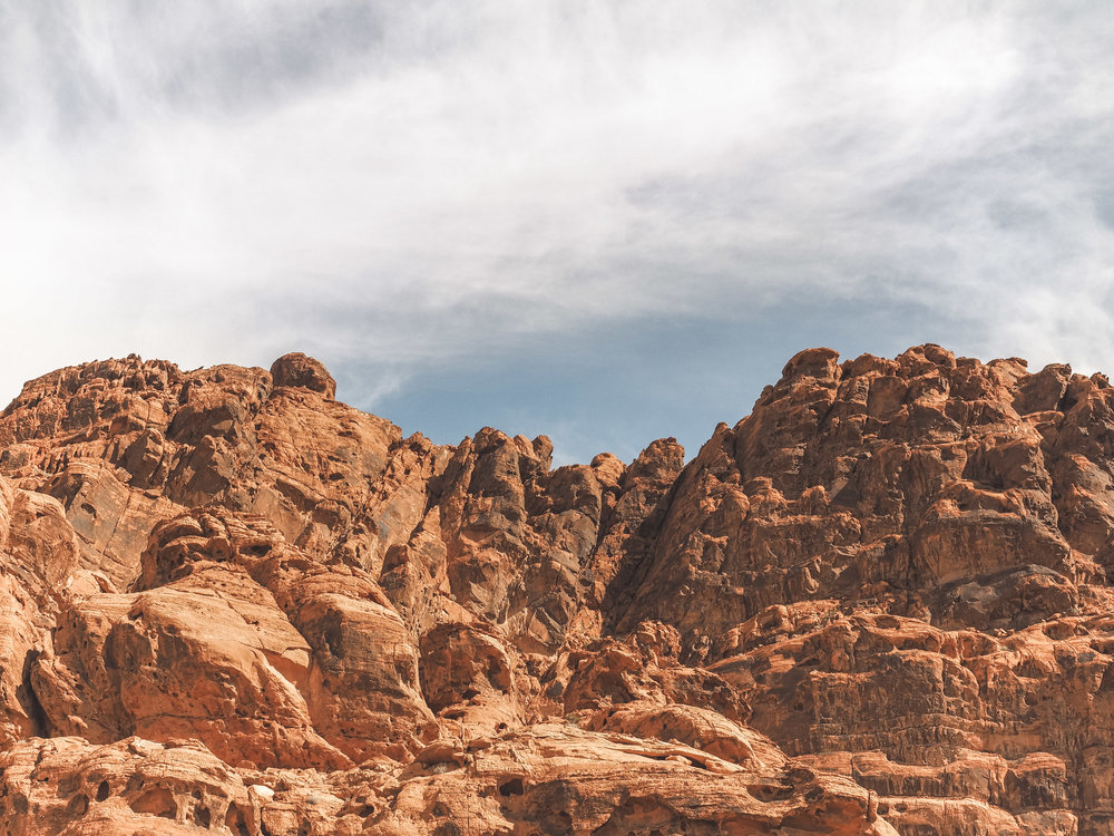 Valley of Fire state Park is home to some amazing hiking trails in the middle of the Nevada desert. Explore views of colorful rock formations and even ancient petroglyphs! #valleyoffire #nevada #statepark #hiking
