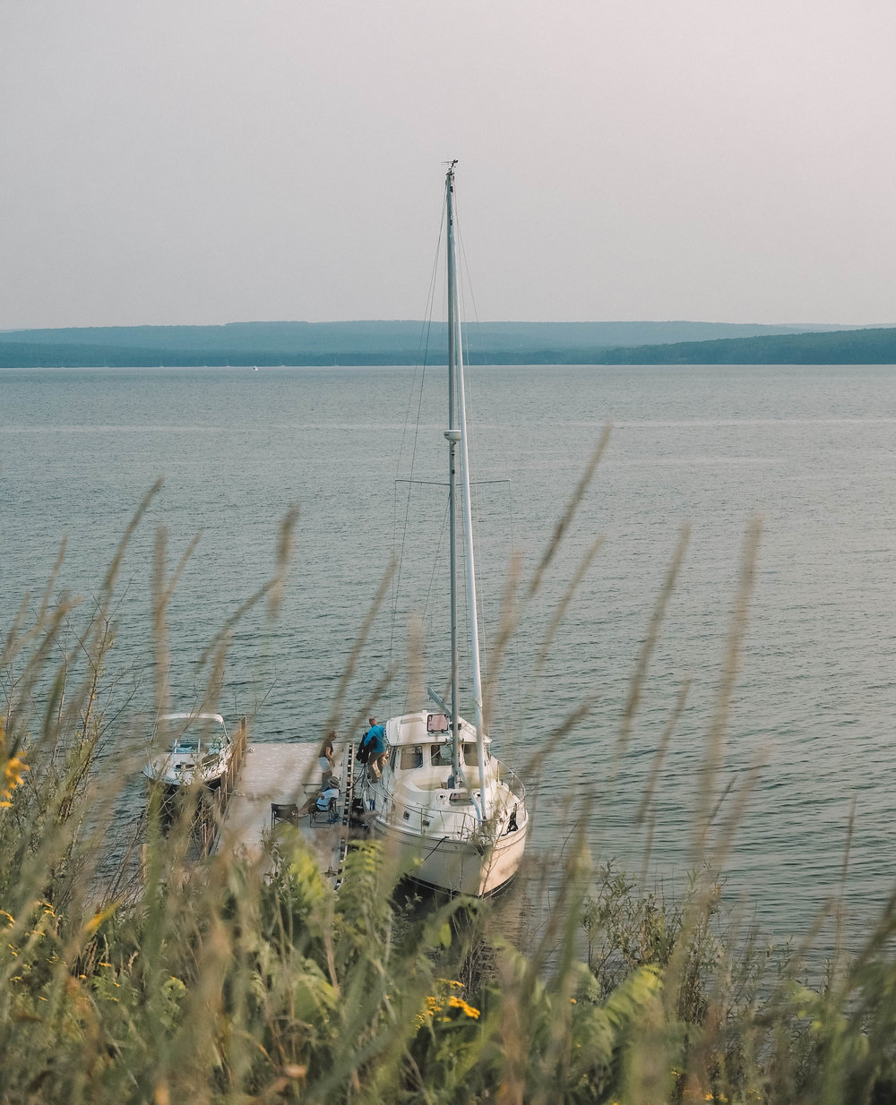 Spend your day sailing the Apostle Islands National Lakeshore in northern Wisconsin. A boat charter will give you access to hiking trails, kayaking routes and the gorgeous Apostle Islands sea caves. #apostleislands #wisconsin #lakesuperior #sailing