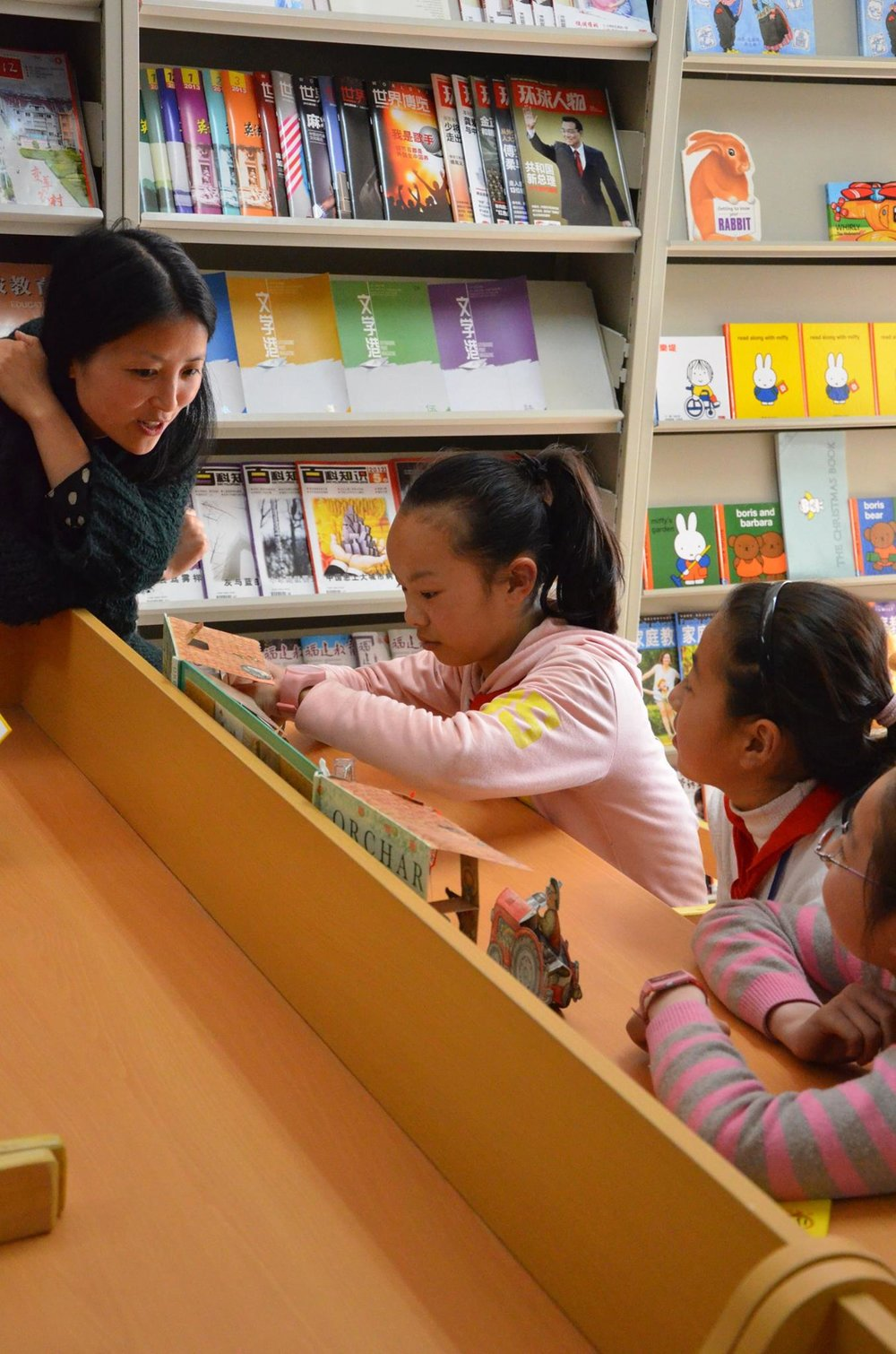 Visiting the library in Yuyao City where the children are reading the books that we donated. They are so enthusiastic about the different books they can read, and they told me that they  are so looking forward to Friday afternoon when they can come to the library to read more. It makes me happy to see that they are enjoying the books so much and at the same time gain knowledge.  WE NEED MORE GREAT BOOKS FOR CHILDREN! FOR THIS REASON I STARTED TO  WRITE AND ILLUSTRATE MY OWN BOOKS IN 2018.