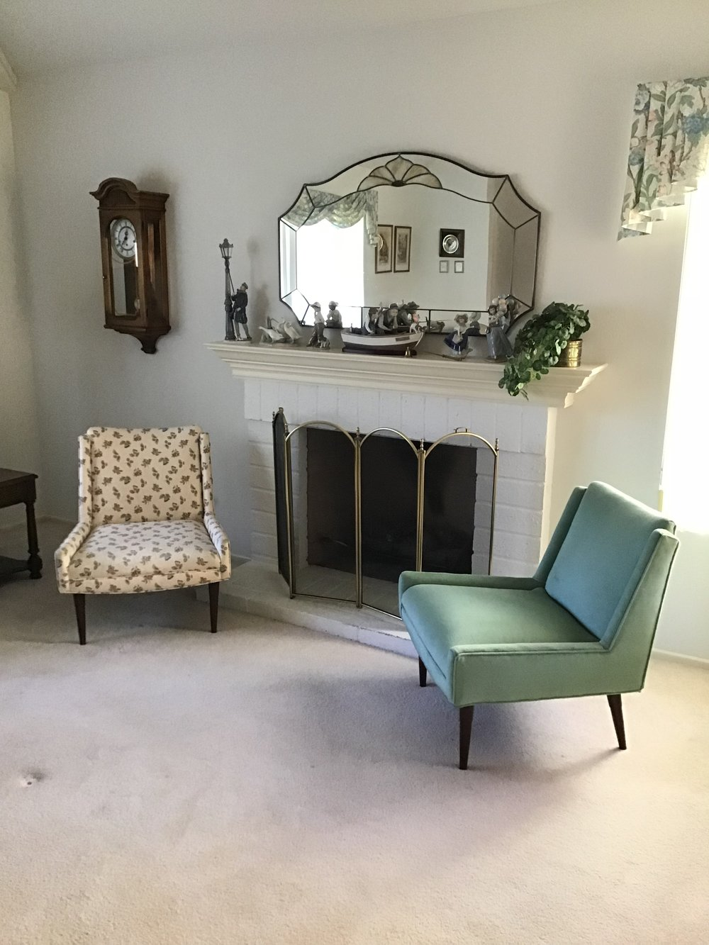 Escondido Estate Sale - Description: Beautiful home on golf course in Escondido. Packed with furniture, mid-century chairs, office desks, bookshelves, clothes and shoes galore. Liadro figurines, art work, brand new Cuisinart food processor, tools & more.