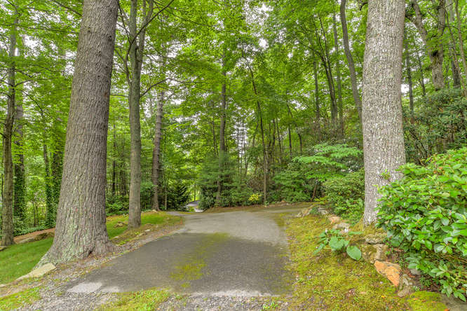 Make an offer on this home-small-006-36-Driveway-666x444-72dpi.jpg