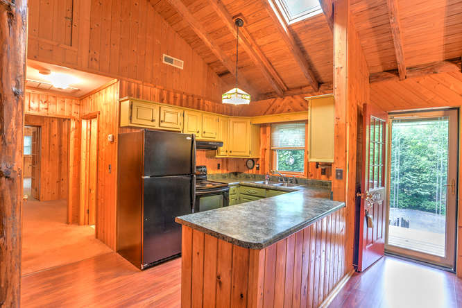 Make an offer on this home-small-015-5-Kitchen-666x444-72dpi.jpg