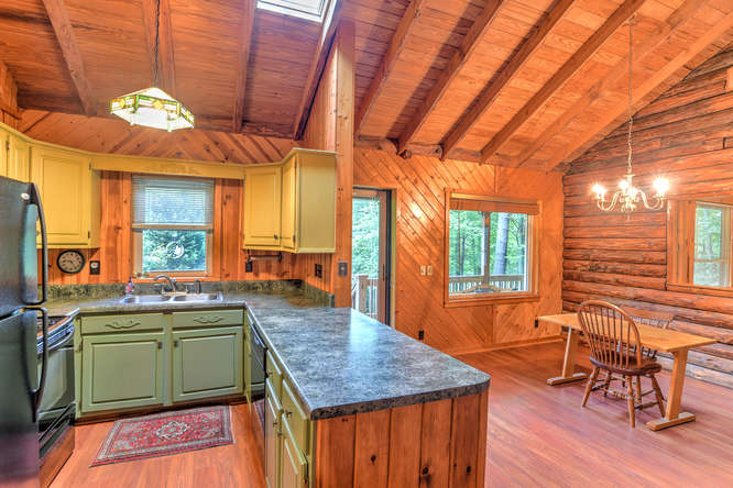 Make an offer on this home-small-016-18-Kitchen-666x444-72dpi.jpg