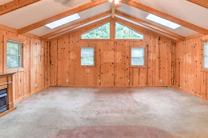 Make an offer on this home-small-019-21-Master Bedroom-666x444-72dpi.jpg