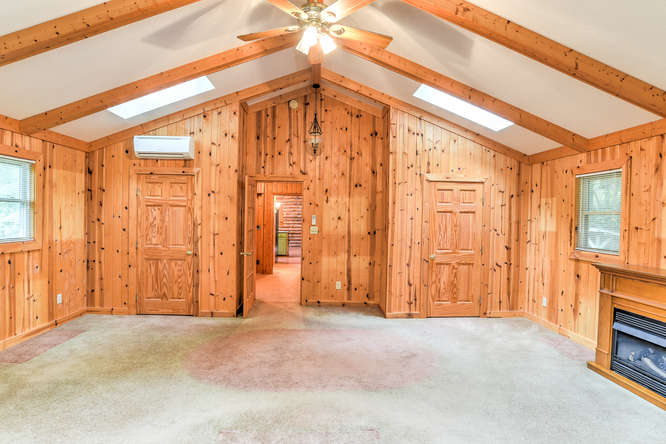 Make an offer on this home-small-020-20-Master Bedroom-666x444-72dpi.jpg